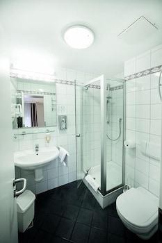 Hotel Weisses Lamm - Bathroom  - #0
