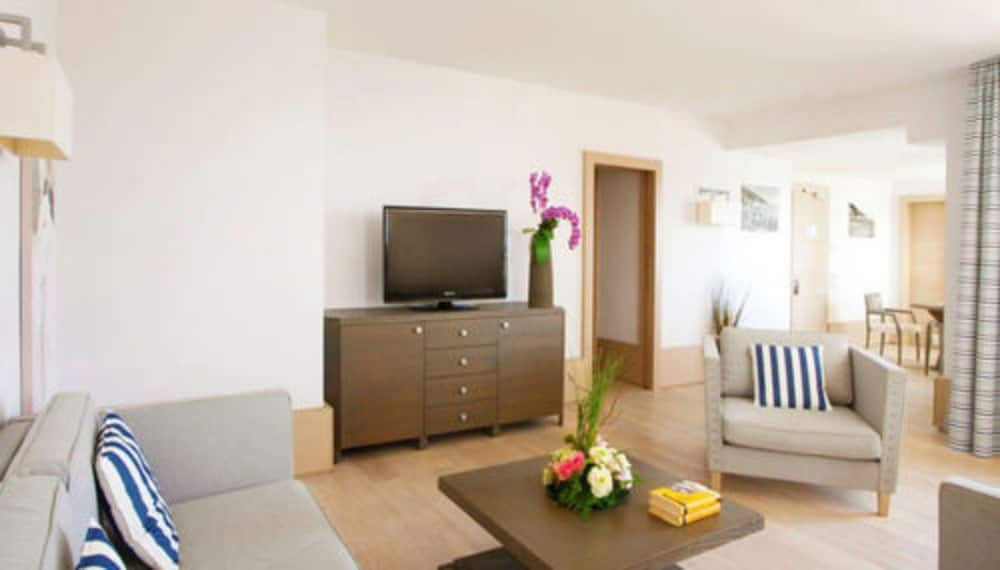 그랜드 호텔 알라시오 리조트 & 스파(Grand Hotel Alassio Resort & Spa) Hotel Thumbnail Image 14 - Living Area