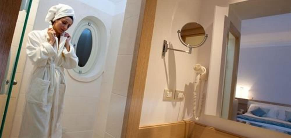 그랜드 호텔 알라시오 리조트 & 스파(Grand Hotel Alassio Resort & Spa) Hotel Thumbnail Image 20 - Bathroom