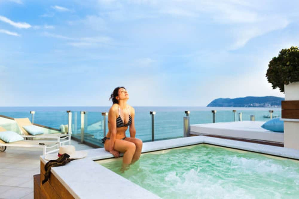 그랜드 호텔 알라시오 리조트 & 스파(Grand Hotel Alassio Resort & Spa) Hotel Thumbnail Image 21 - Rooftop Pool