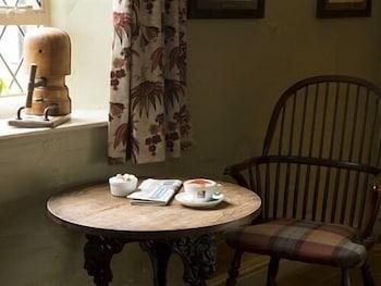 해들리 보울링 그린 인(Hadley Bowling Green Inn) Hotel Image 11 - Lobby Lounge