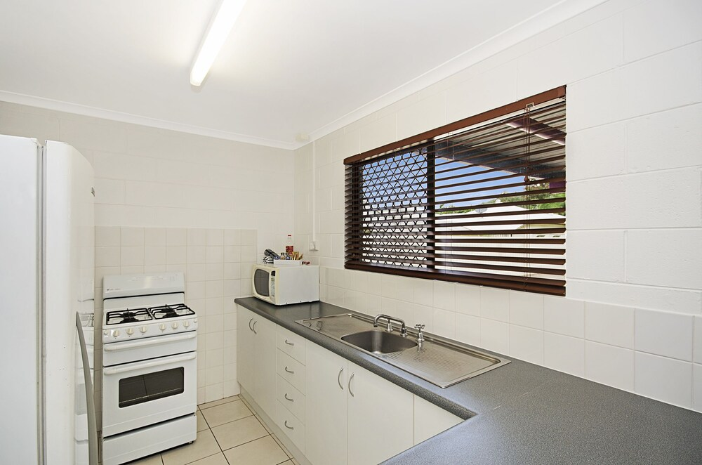 타운빌 홀리데이 아파트먼트(Townsville Holiday Apartments) Hotel Image 13 - In-Room Kitchen