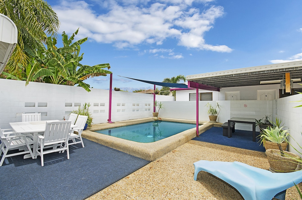 타운빌 홀리데이 아파트먼트(Townsville Holiday Apartments) Hotel Image 35 - Outdoor Pool