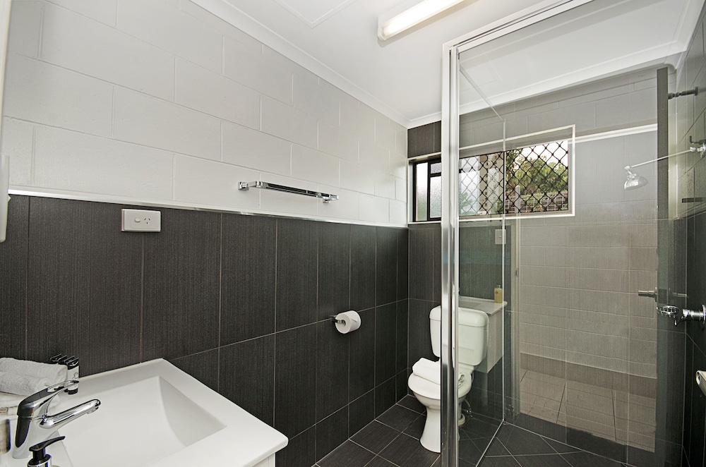 타운빌 홀리데이 아파트먼트(Townsville Holiday Apartments) Hotel Image 33 - Bathroom