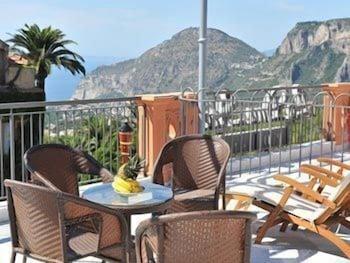 레 두에 시레네(Le due Sirene) Hotel Image 17 - Terrace/Patio