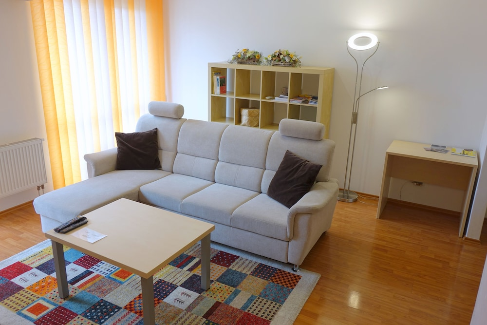 EEL 어코모데이션 브르노(EEL accommodation Brno) Hotel Image 8 - Living Area