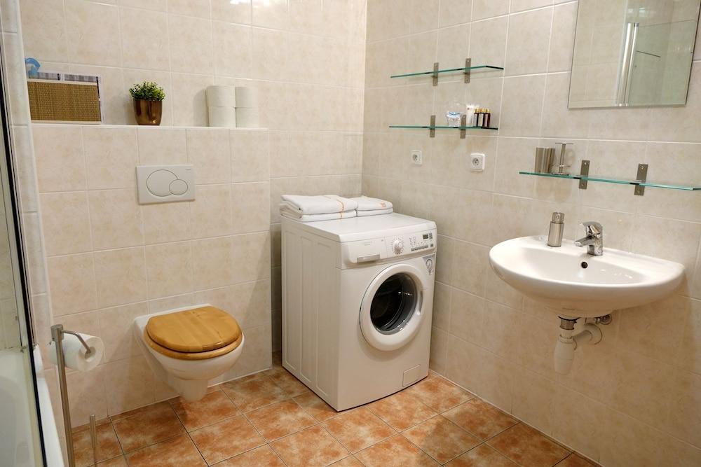 EEL 어코모데이션 브르노(EEL accommodation Brno) Hotel Image 21 - Bathroom