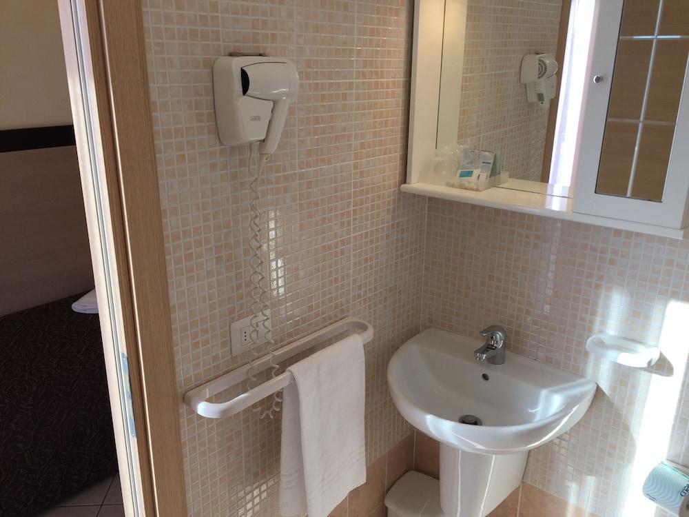 호텔 루벤스(Hotel Rubens) Hotel Image 24 - Bathroom