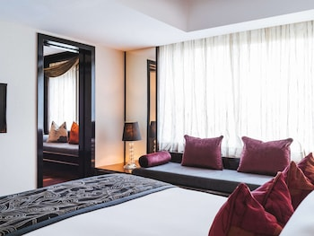Suite, 1 King Bed (Opera)