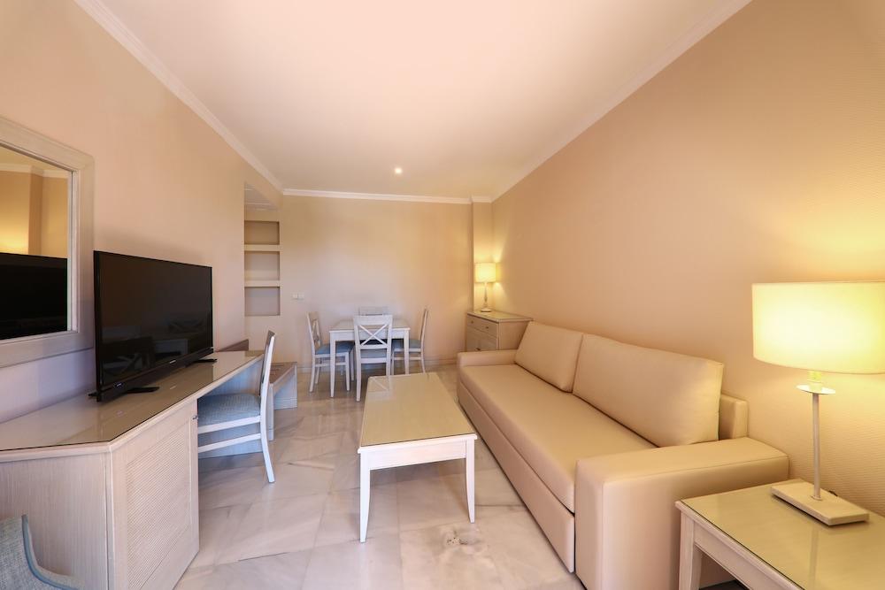 이베로스타 말라가 플라야(Iberostar Málaga Playa) Hotel Image 26 - Living Room