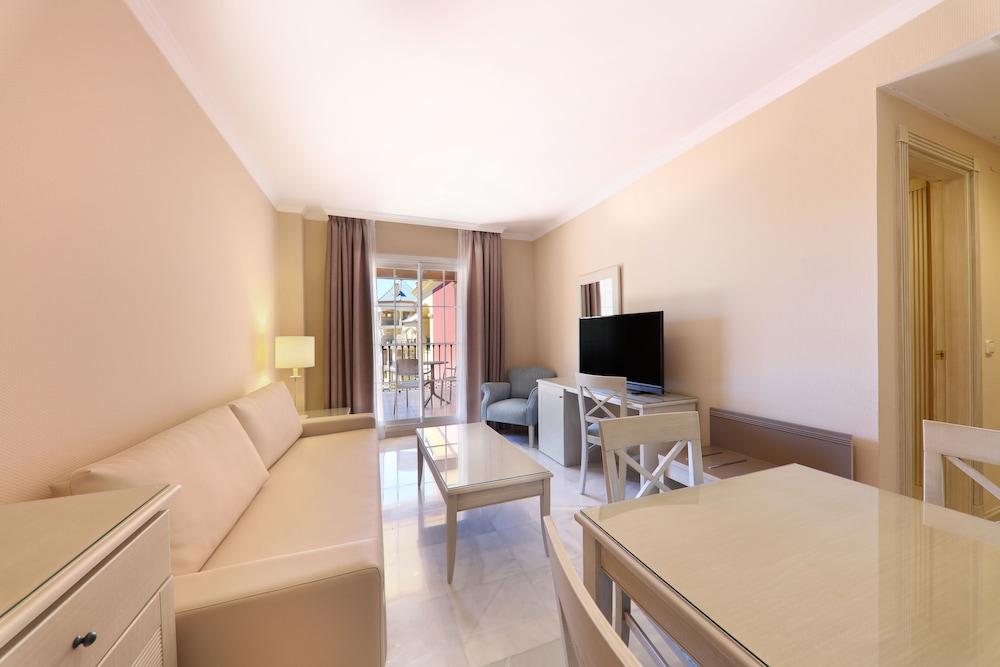 이베로스타 말라가 플라야(Iberostar Málaga Playa) Hotel Image 27 - Living Room