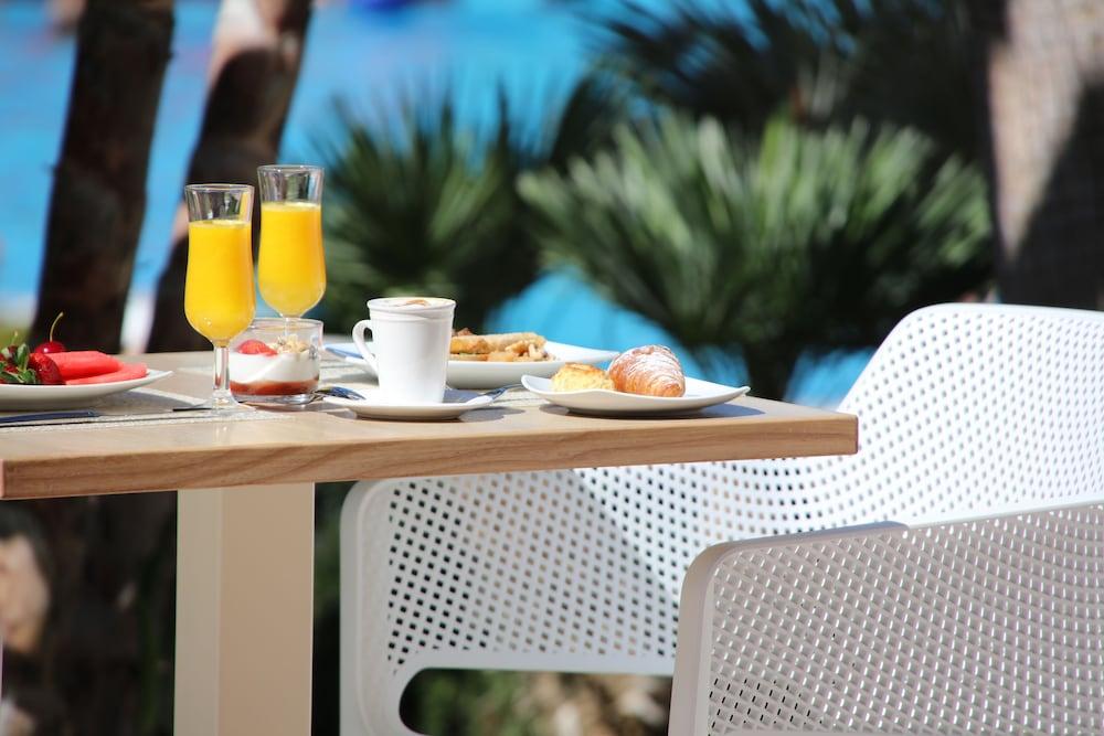 이베로스타 말라가 플라야(Iberostar Málaga Playa) Hotel Image 54 - Food and Drink