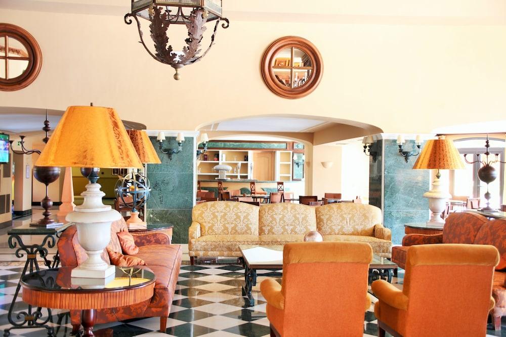 이베로스타 말라가 플라야(Iberostar Málaga Playa) Hotel Image 1 - Lobby Sitting Area
