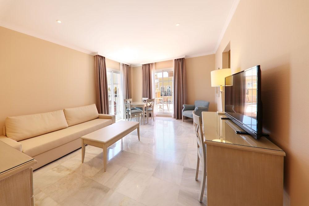이베로스타 말라가 플라야(Iberostar Málaga Playa) Hotel Image 28 - Living Room