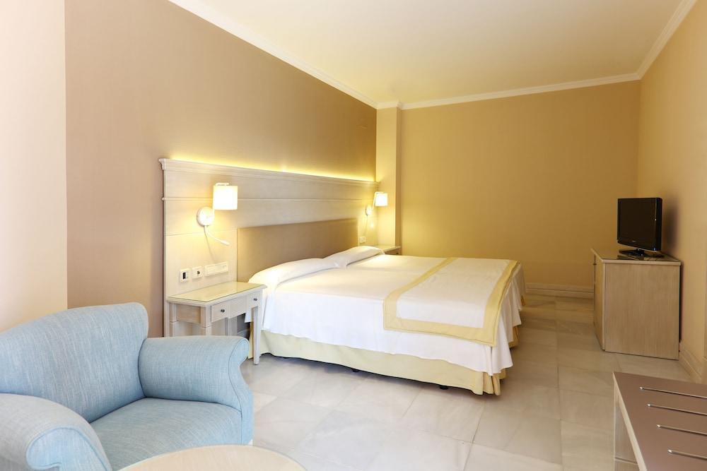 이베로스타 말라가 플라야(Iberostar Málaga Playa) Hotel Image 23 - Guestroom