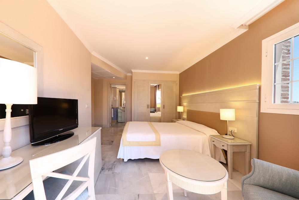 이베로스타 말라가 플라야(Iberostar Málaga Playa) Hotel Image 21 - Guestroom