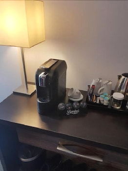 클레이튼 호텔 카디프(Clayton Hotel Cardiff) Hotel Thumbnail Image 12 - In-Room Coffee