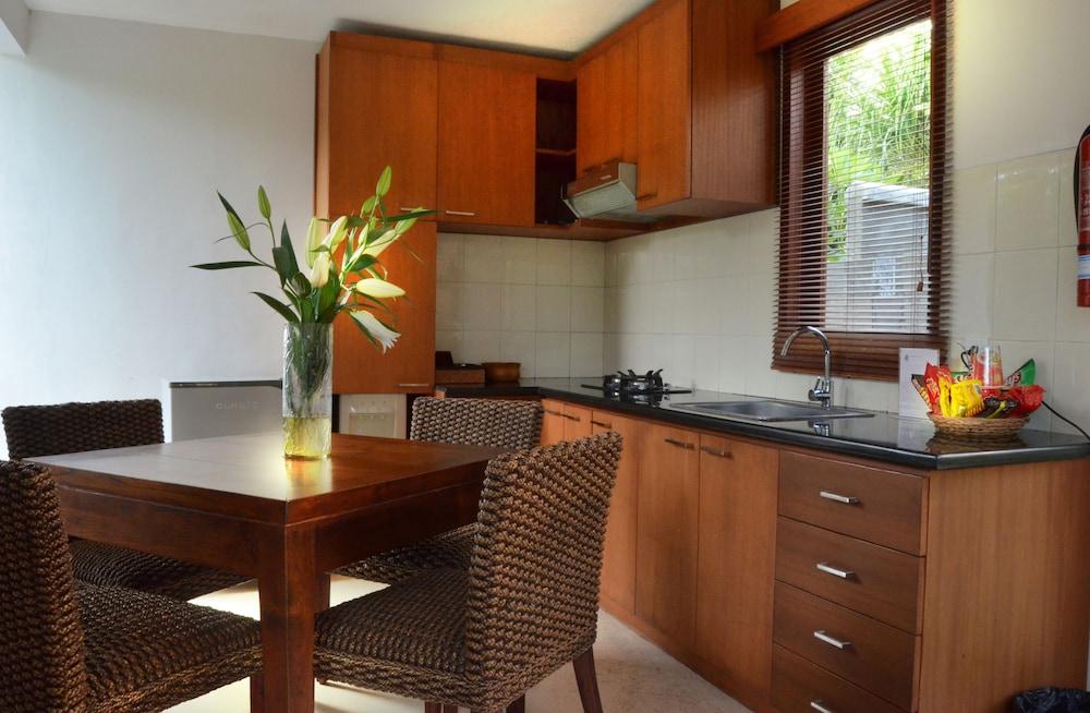 부미 링가 더 프라타마 빌라스(Bumi Linggah The Pratama Villas) Hotel Image 12 - In-Room Kitchen