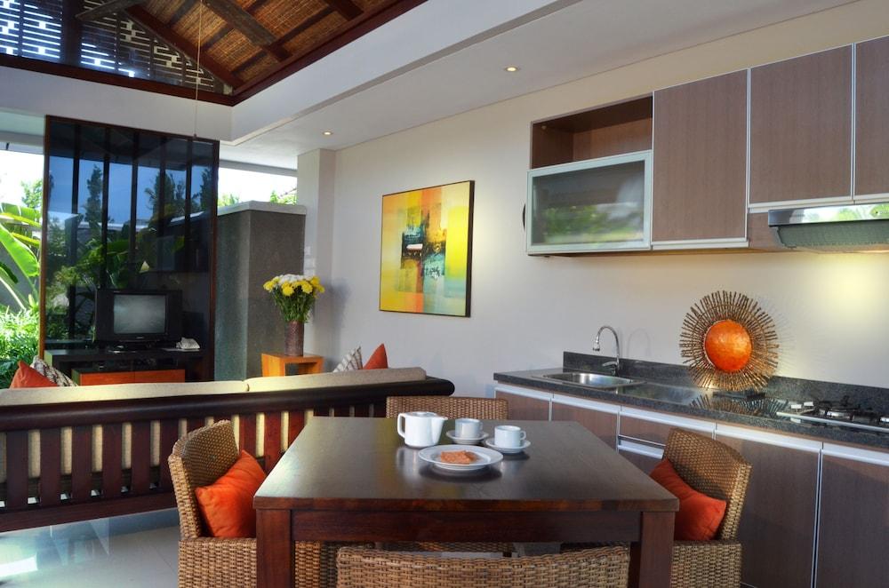 부미 링가 더 프라타마 빌라스(Bumi Linggah The Pratama Villas) Hotel Image 13 - In-Room Kitchenette