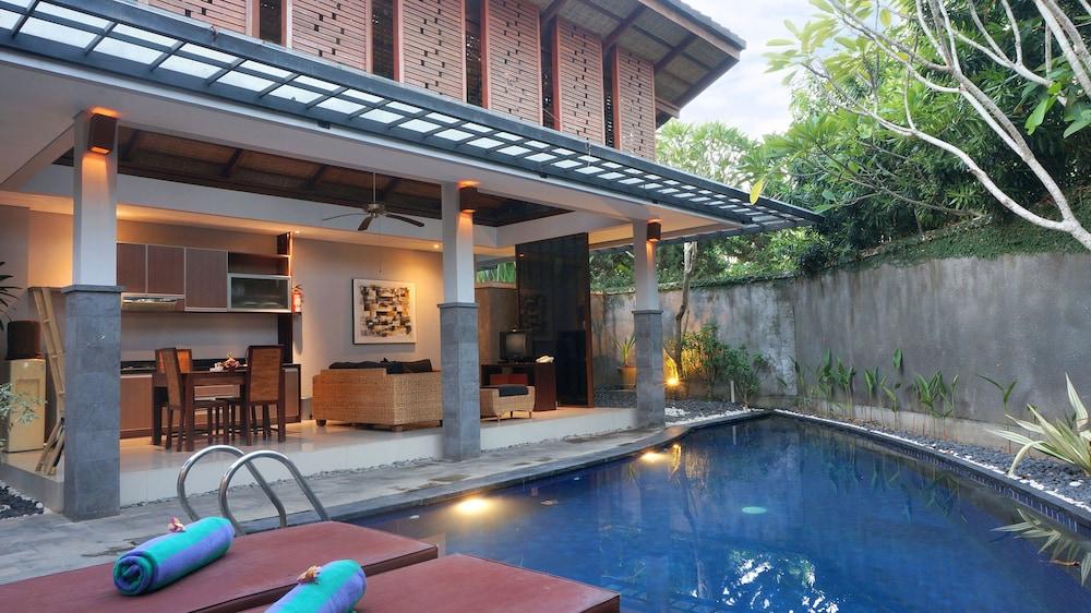 부미 링가 더 프라타마 빌라스(Bumi Linggah The Pratama Villas) Hotel Image 2 - Pool