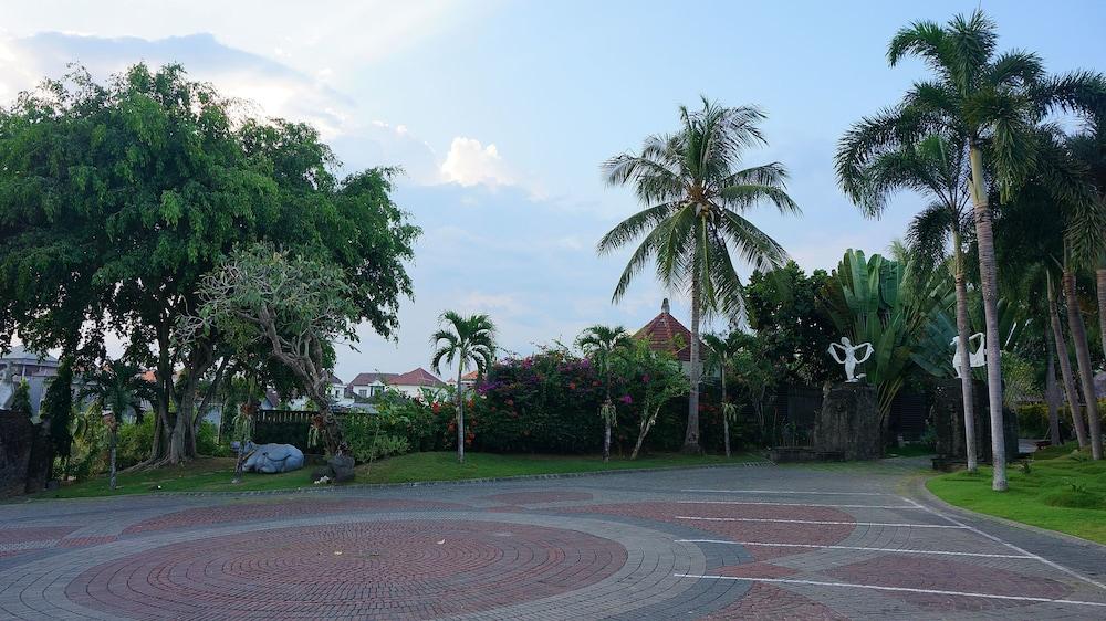 부미 링가 더 프라타마 빌라스(Bumi Linggah The Pratama Villas) Hotel Image 45 - Parking