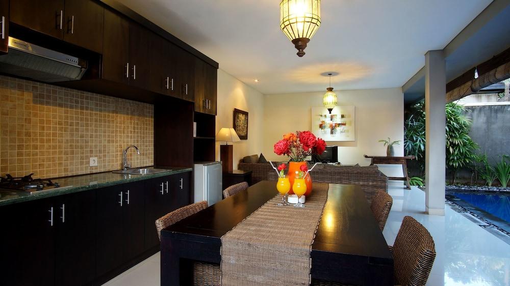 부미 링가 더 프라타마 빌라스(Bumi Linggah The Pratama Villas) Hotel Image 15 - Living Area