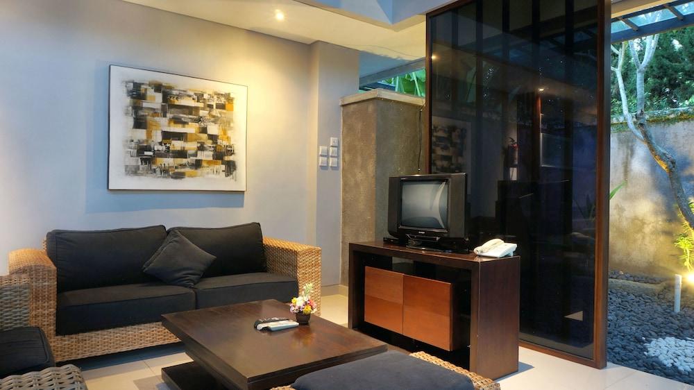 부미 링가 더 프라타마 빌라스(Bumi Linggah The Pratama Villas) Hotel Image 14 - Living Area