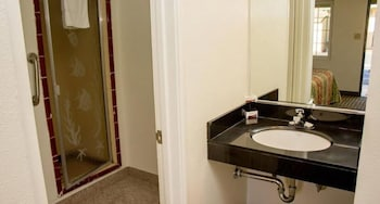 킹스 레스트 모텔(King's Rest Motel) Hotel Image 7 - Bathroom