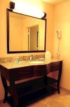 햄프턴 인 & 스위트 엘크 시티(Hampton Inn & Suites Elk City) Hotel Image 17 - Bathroom Sink