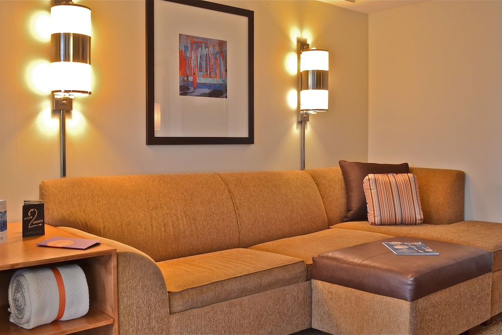 하얏트 플레이스 롱 아일랜드 이스트 엔드(Hyatt Place Long Island East End) Hotel Image 11 - Living Area