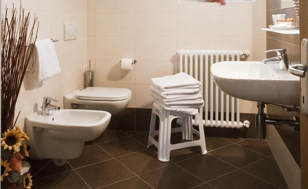 가이아 웰니스 레지던스 호텔(Gaia Wellness Residence Hotel) Hotel Image 15 - Bathroom