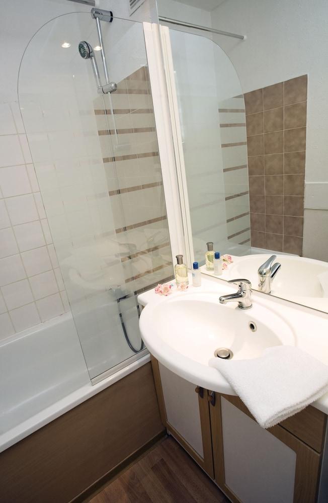 오텔 클럽 엠엠비 르 베르제(Hôtel Club mmv Les Bergers) Hotel Image 9 - Bathroom