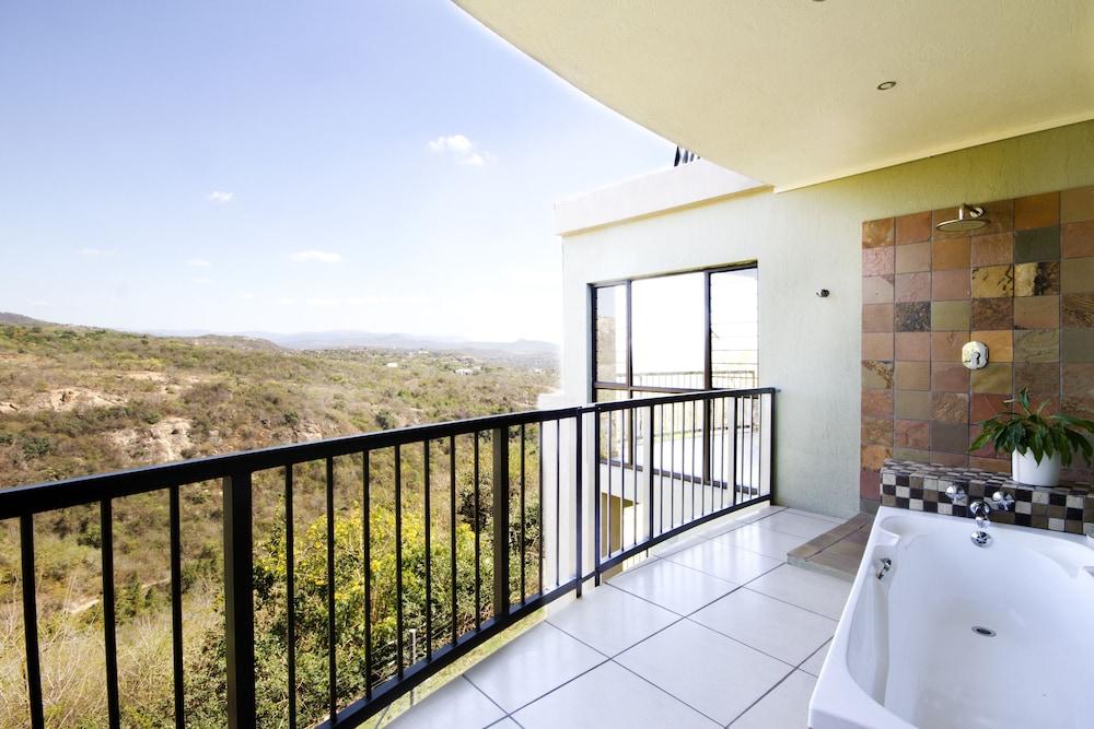 라 로카 게스트 하우스(La Roca Guest House) Hotel Image 23 - Deep Soaking Bathtub