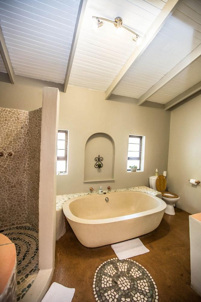 라 로카 게스트 하우스(La Roca Guest House) Hotel Image 22 - Bathroom