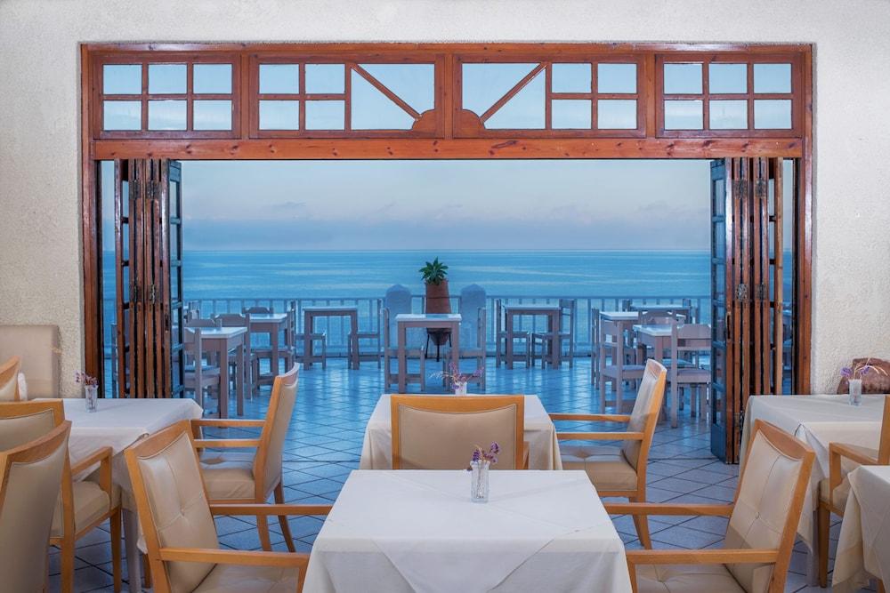 카보스 베이 호텔 & 스튜디오스(Cavos Bay Hotel and Studios) Hotel Image 37 - Breakfast buffet