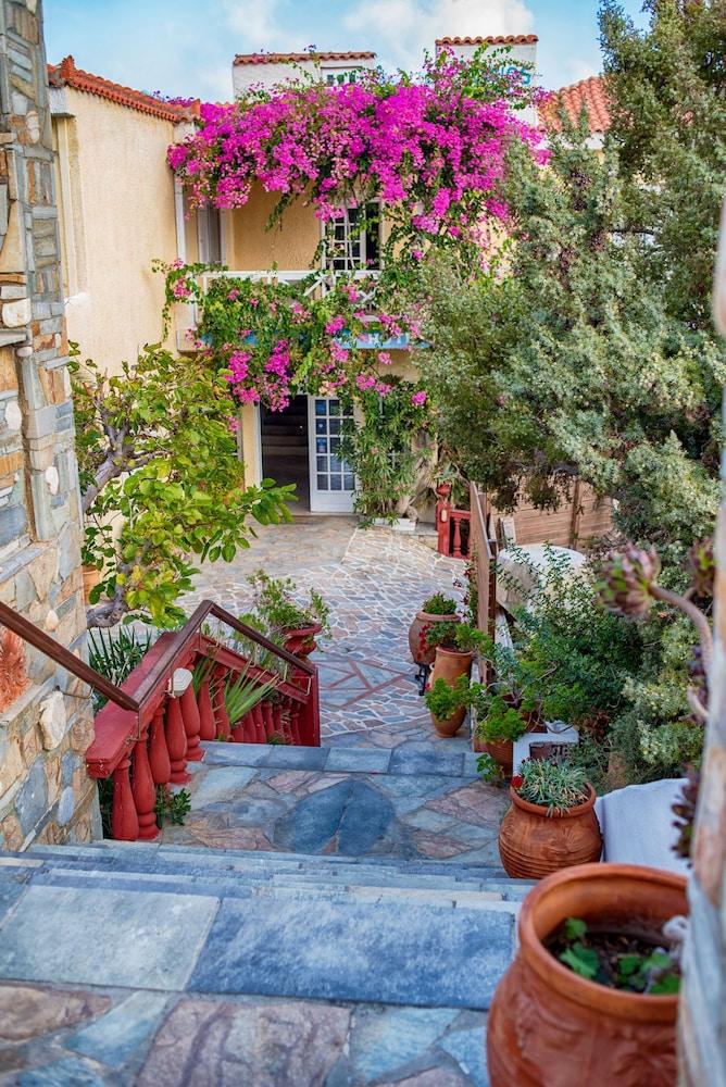 카보스 베이 호텔 & 스튜디오스(Cavos Bay Hotel and Studios) Hotel Image 51 - Hotel Entrance