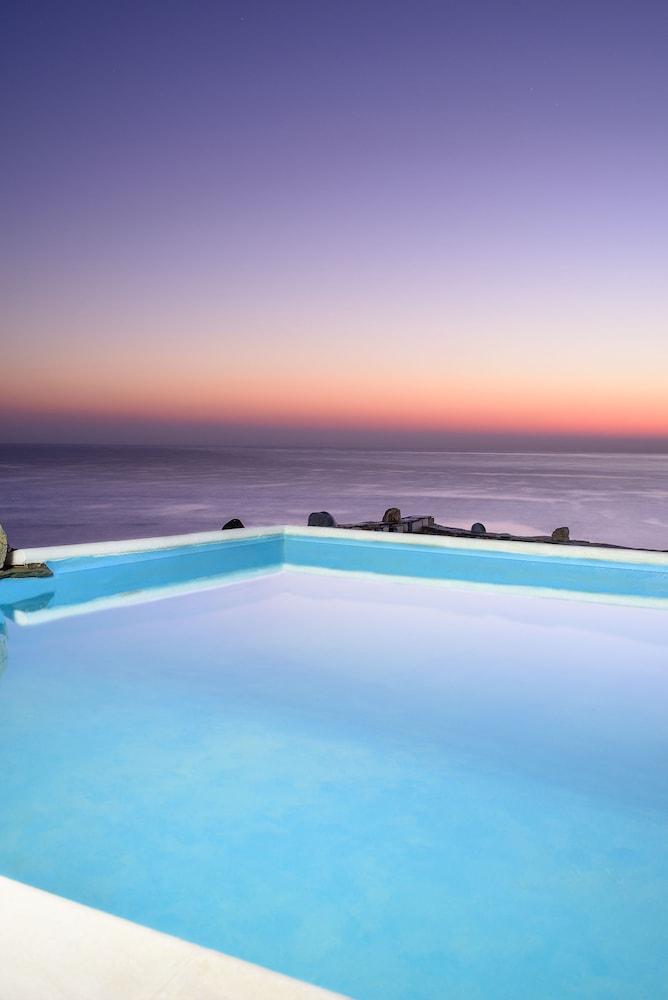카보스 베이 호텔 & 스튜디오스(Cavos Bay Hotel and Studios) Hotel Image 23 - Infinity Pool