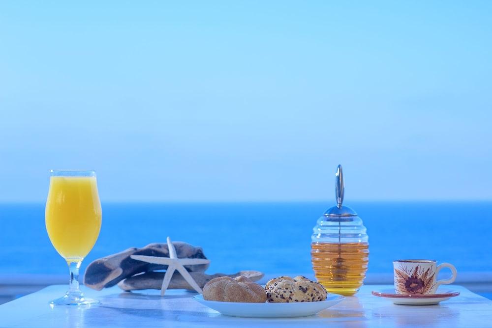 카보스 베이 호텔 & 스튜디오스(Cavos Bay Hotel and Studios) Hotel Image 39 - Breakfast buffet