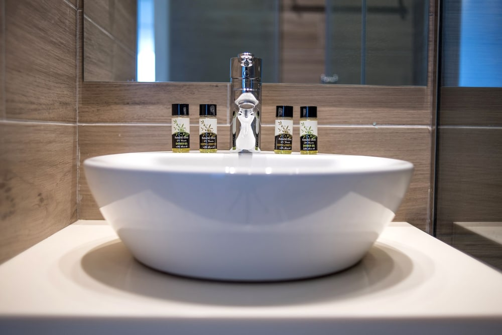 카보스 베이 호텔 & 스튜디오스(Cavos Bay Hotel and Studios) Hotel Image 14 - Bathroom