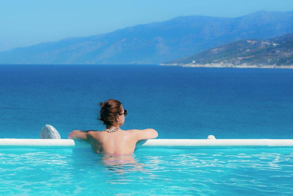 카보스 베이 호텔 & 스튜디오스(Cavos Bay Hotel and Studios) Hotel Image 26 - Infinity Pool
