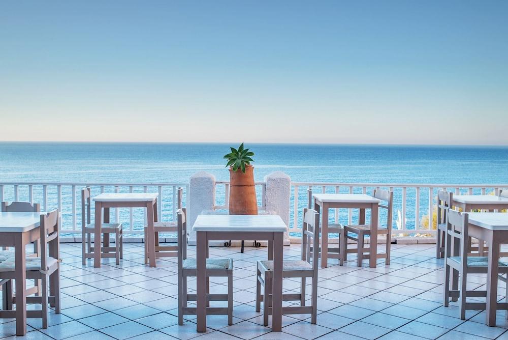 카보스 베이 호텔 & 스튜디오스(Cavos Bay Hotel and Studios) Hotel Image 36 - Breakfast Area