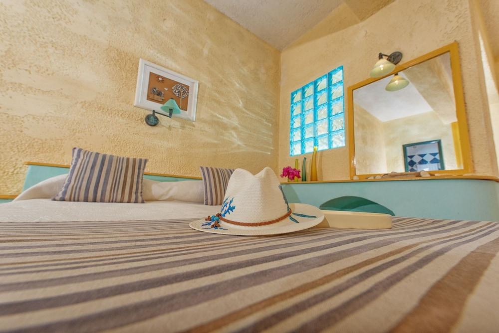 카보스 베이 호텔 & 스튜디오스(Cavos Bay Hotel and Studios) Hotel Image 8 - Guestroom