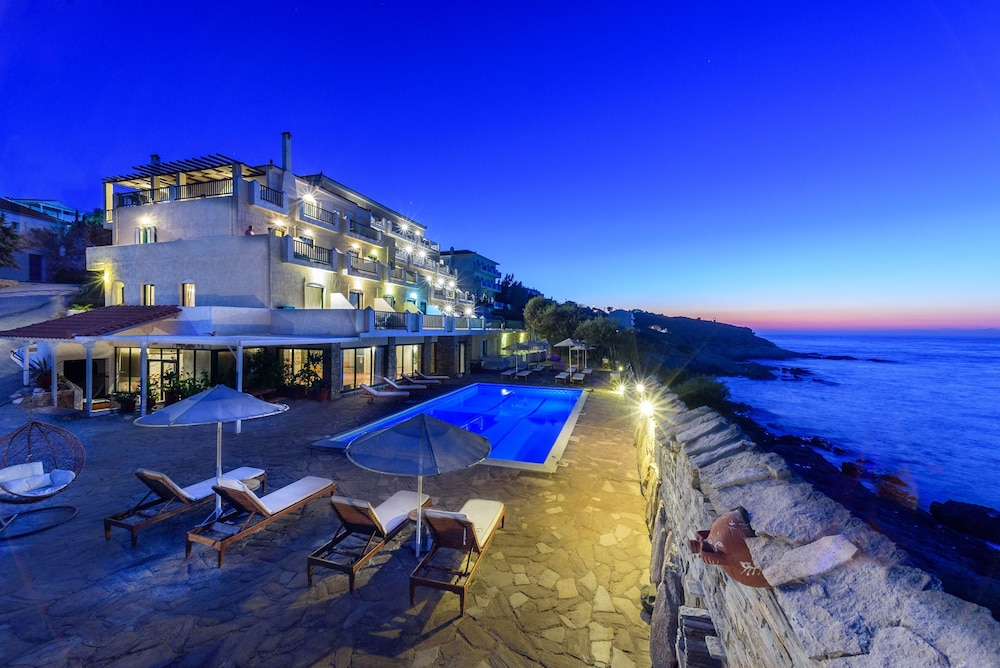 카보스 베이 호텔 & 스튜디오스(Cavos Bay Hotel and Studios) Hotel Image 0 - Featured Image