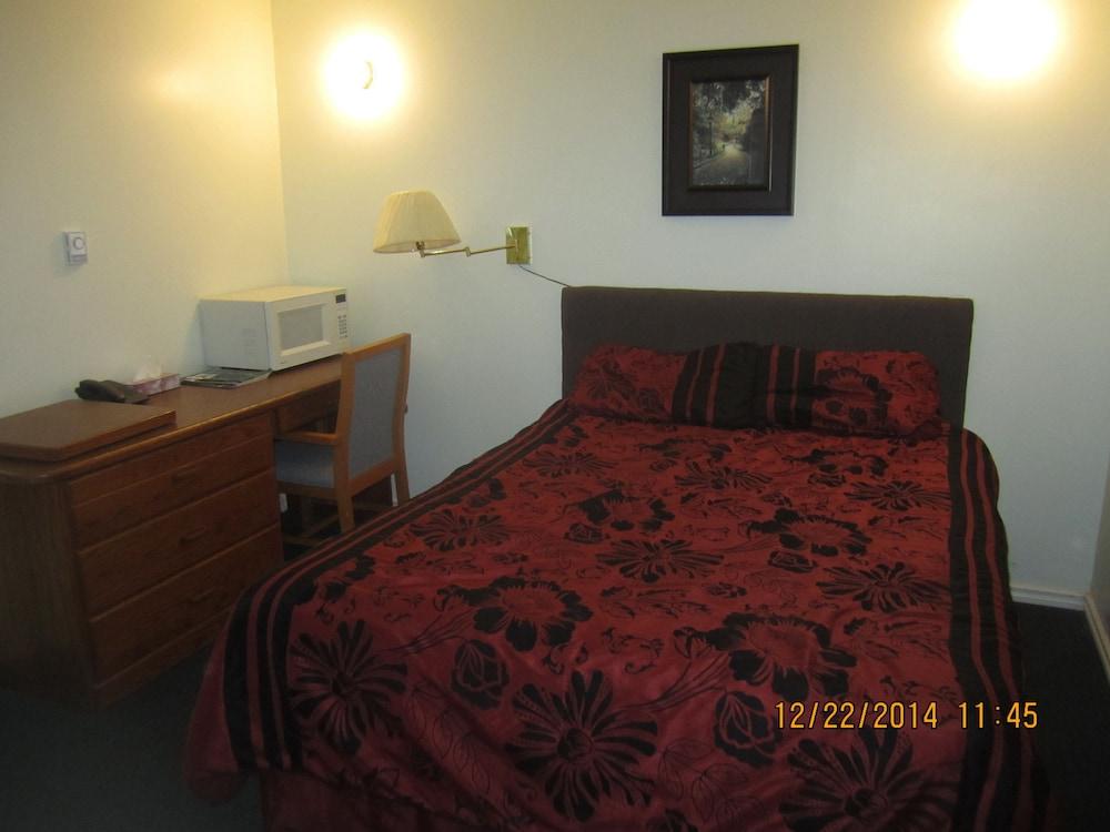 카프리 모텔(Capri Motel) Hotel Image 11 - Guestroom