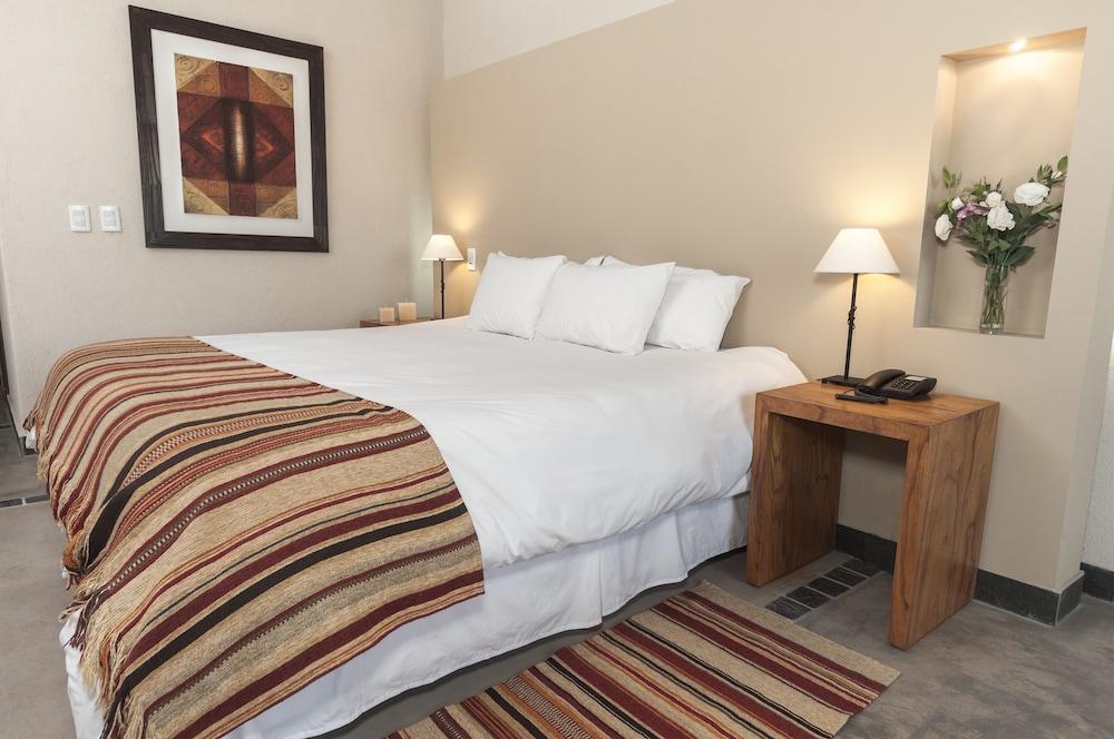 https://i.travelapi.com/hotels/5000000/4270000/4263300/4263243/20ab2765_z.jpg