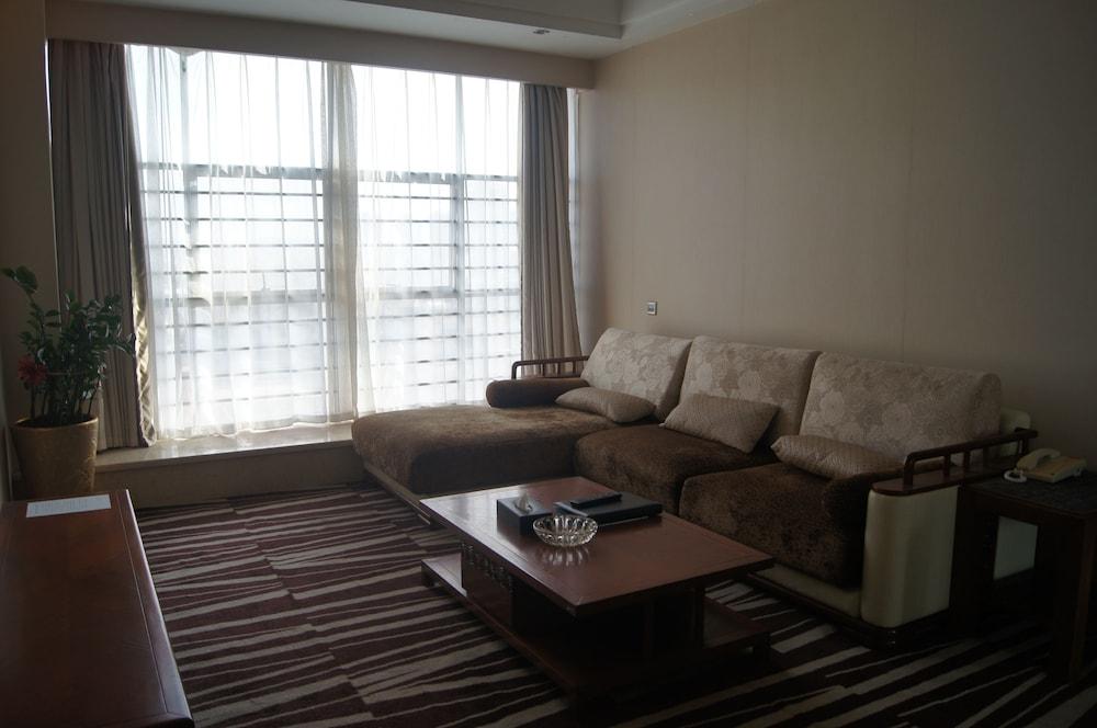 산리안 호텔(Sanlian Hotel) Hotel Image 9 - Guestroom