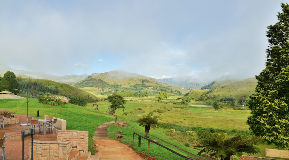 프리미어 리조트 사니 패스(Premier Resort Sani Pass) Hotel Image 57 - View from Hotel