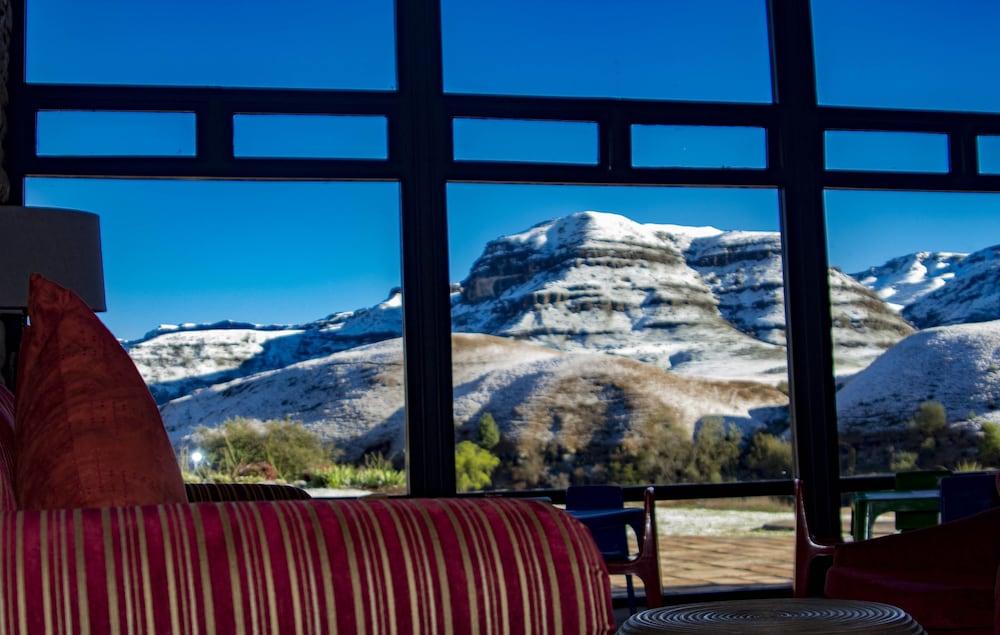 프리미어 리조트 사니 패스(Premier Resort Sani Pass) Hotel Image 59 - View from Hotel