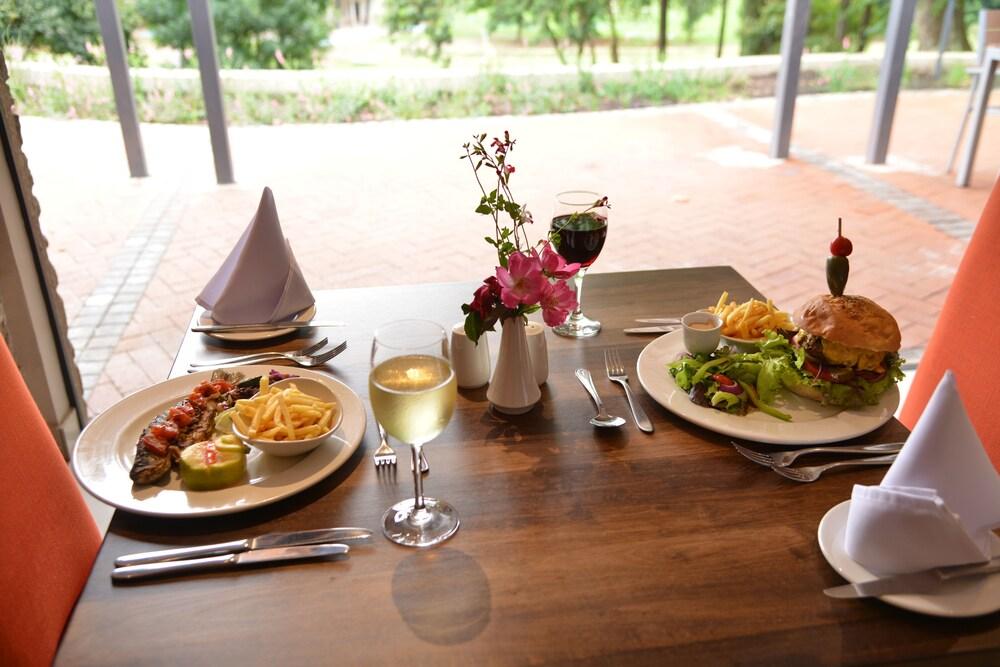 프리미어 리조트 사니 패스(Premier Resort Sani Pass) Hotel Image 50 - Outdoor Dining