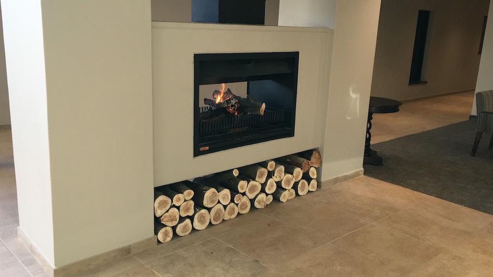 프리미어 리조트 사니 패스(Premier Resort Sani Pass) Hotel Image 41 - Fireplace